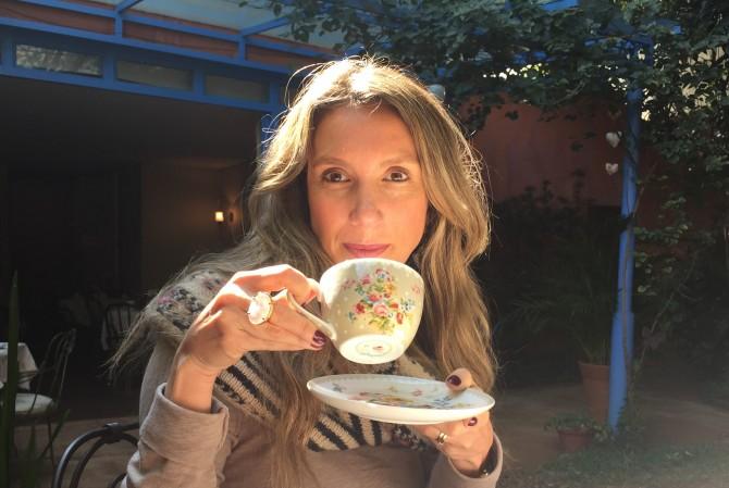 tomando chá