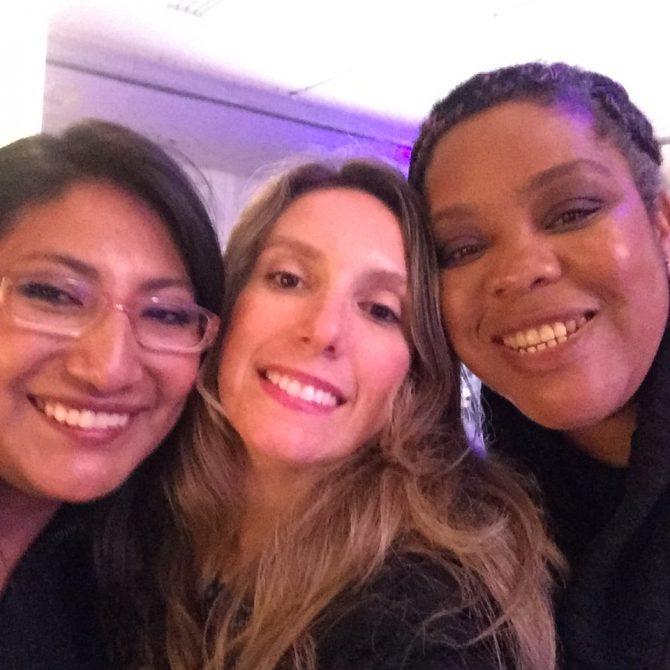 fefe rosada com as mulheres que voltaram a sorrir graças ao projeto apolonias do bem