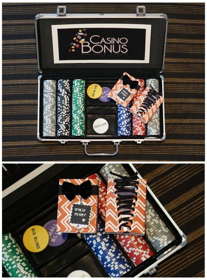 Dar uma maleta de poker é bacana, mas quer dar um Up no presente? Então, acrescente um strip poker e bora dar as cartas. Aí eu deixo o resto com você. Para fazer um charme embalei os dois montes de baralhos com roupinhas sexy, ficou demais, né?
