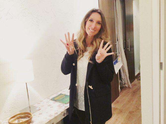 Fefe Rosada mostrando seu numero de destrino, 44=8