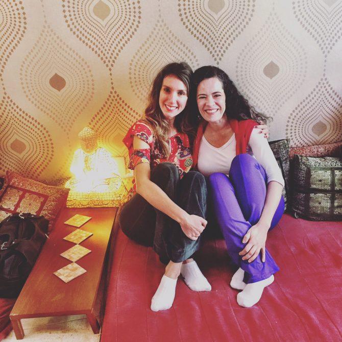 Fefê Rosada e Joyce na Yoga Flow, um espaço muito bacana para prática de yoga.