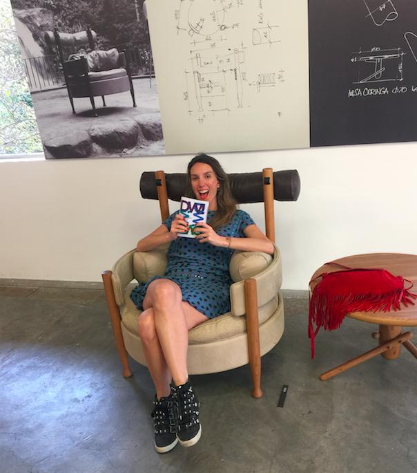 Fefê Rosada no Atelier Fernando Mendes na poltrani Vivi, a melhor poltrona ever!