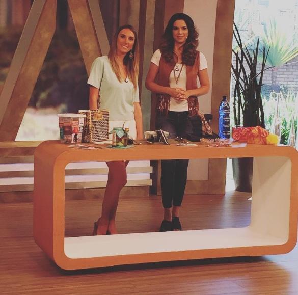 Fefê Rosada na Rede TV apresentando seu quadro Como se Faz