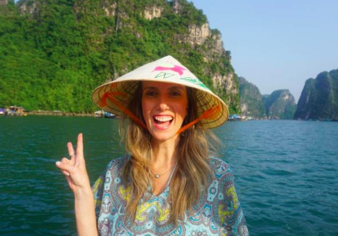 Fefê Rosada em Halong Bay, Vietnam
